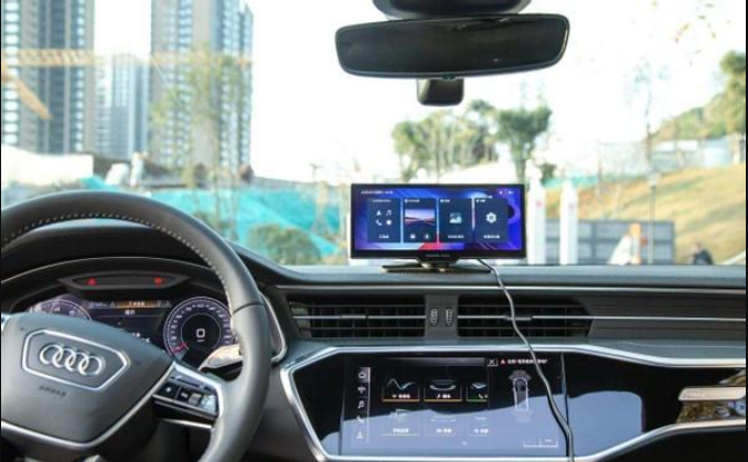 The car is equipped with a smart central control screen